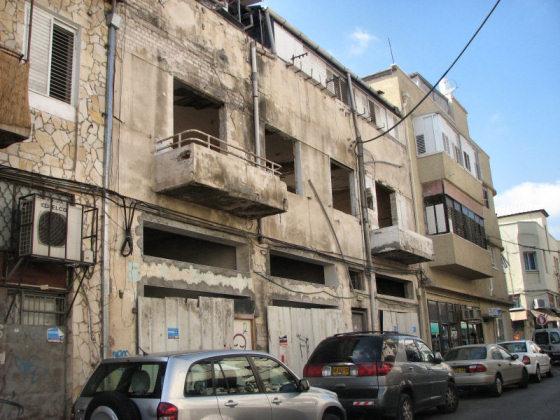בית דירות נטוש בתל-אביב