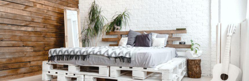 שימוש במשטחי עץ לחפוי הקיר