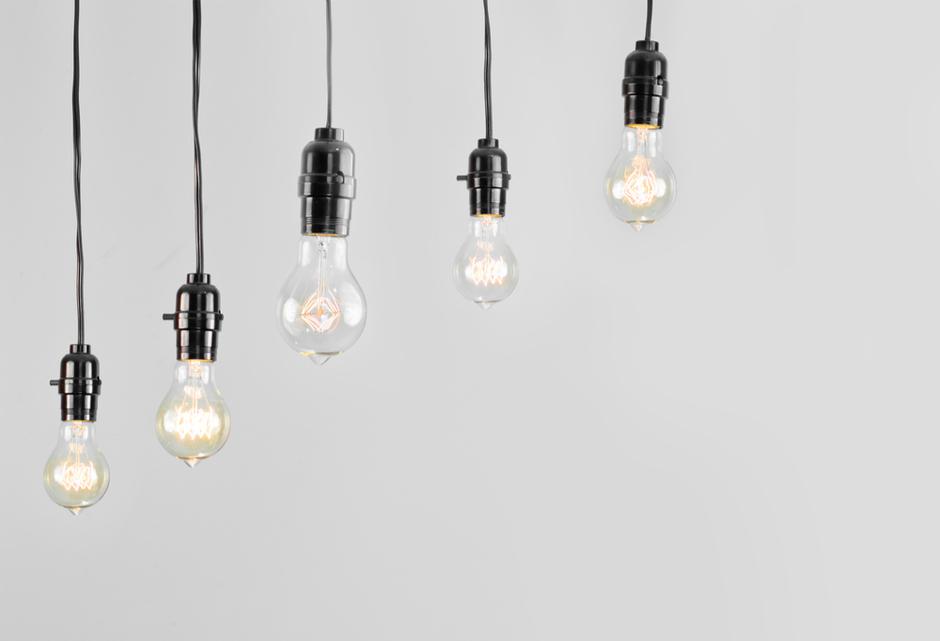בתי מנורה פשוטים עם מנורות מוברגות לתוכם